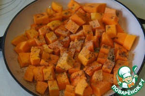 Pumpkin peel and seeds. Cut into slices, lay out on a baking sheet, sprinkle with oil and sprinkle with pepper and nutmeg. Put in a preheated 200C oven for 20 minutes.