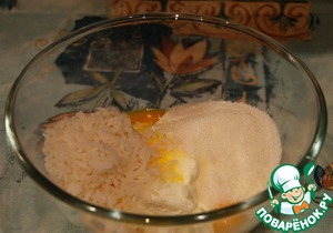 To the cream cheese spread boiled rice+sugar+vanilla+man ka+sour cream+egg yolks,  whisk the whites separately