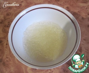Cover the gelatine with 2 tbsp water and leave for 10 minutes to swell.