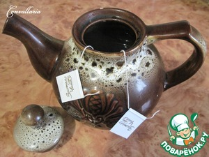 Brew tea - 300 ml of water. I had a fine green tea with lime and honey scent, packaged