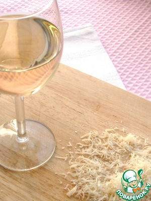 Добавляем вино (в принципе, вино можно и не добавлять. Тогда нужно увеличить количество бульона на 150 мл)