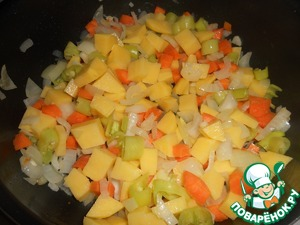 After dobavlen potatoes. Stir and lightly sauté. The main barbunia that used prepared potatoes.