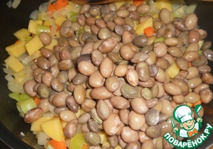 """Vegetables for a long time not bothering to """"kill"""" as we like to say. So after 2 minutes add kidney beans."""