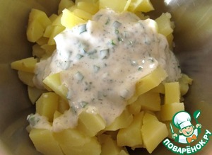 Potatoes cut into cubes, add a couple tablespoons of sauce, stir.  Herring, ham and cucumber cut into small cubes,