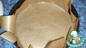 Shape diameter as the sponge cake, covered with baking paper, spread the whites. In a preheated oven until t=200 C, hold for 3-5 minutes and diminish the heat to 175-150, bake until cooked (test with a splinter). I once made the mistake of beginning to dry the meringue at 100 C as it is recommended to do in almost all recipes, and it was not silent, the crust was not crunchy.