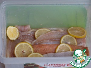 """I love salmon, but it is """"slightly"""" a little dry, so I often cook sea language.  Pink salmon are divided into fillets, put in a container along with Maritime language, sprinkling the brine mixture and slices of lemons.  Brine mixture: 1 kg fish 2 tbsp salt + 1 tbsp sugar.  Put in a cool place. A day later the fish is ready.  The part I leave to eat, and clean the rest in the freezer."""