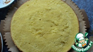 Put the cake together. Sponge cake cut into two parts, both are to be impregnated with syrup.