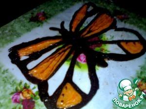 Можно рисовать шоколадом разные узоры, бабочки, сердечки, цветы и т. д.   Для бабочки нужно целлофановый пакет или рукав, использую два цвета: черный (белый подкрашиваем пищевым красителем) и розовый. Рисовать на пакете.    Линии делать как можно толще!