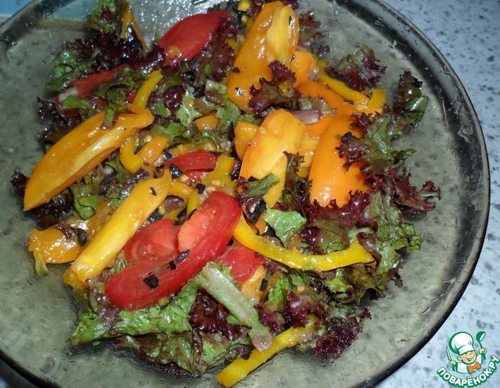 Рецепт: Остренький салат из помидоров с базиликом