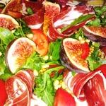 Салат с рукколой и инжиром