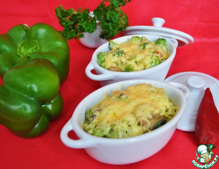Рецепт: Жюльен с брокколи, болгарским перцем и грибами