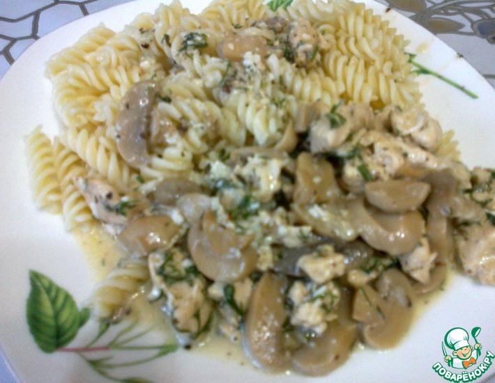 Рецепт: Куриная грудка с грибами в нежном сливочном соусе