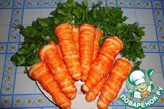 Рецепт: Морковь из слоеного теста с салатом