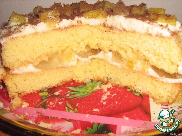 Формируем торт: каждый корж пропитываем сиропом, смазываем обильно кремом и выкладываем измельченные ананасы.