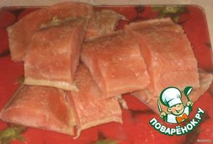 Рыбу нарезать на порционные куски, отварить около 15-20 минут (воду слегка посолить)