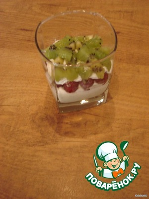 On it a layer of whipped cream and sliced kiwi. Kiwi fruit covered in whipped cream, then raspberry curd cream.
