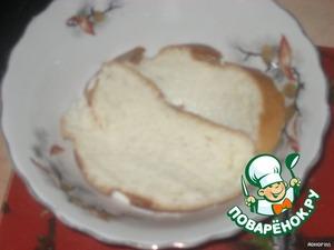 Белый хлеб замочить в молоке.