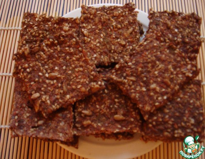 Рецепт: Хрустящие льняные крекеры с томатами, кунжутом и семенами подсолнечника