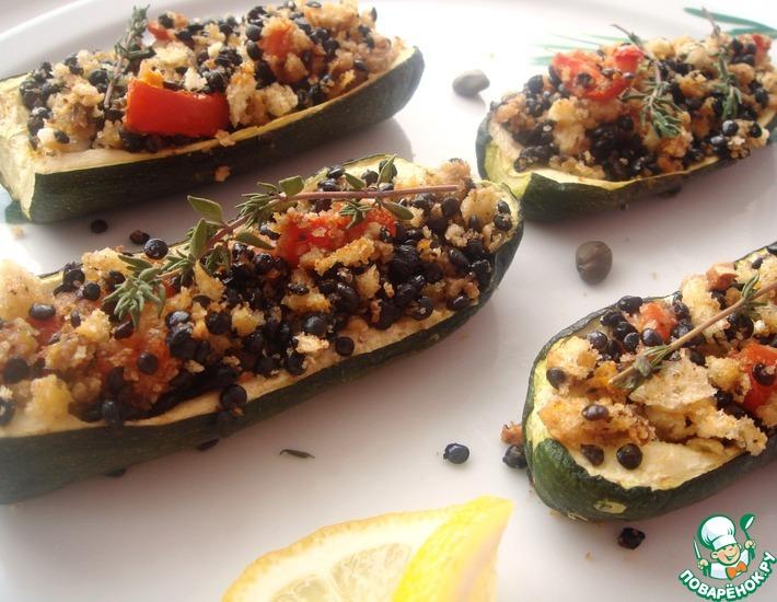 Рецепт: Цуккини, фаршированные черной чечевицей и хлебными крошками