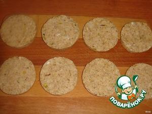 Из получившегося теста сделайте 8 круглых лепешек, охладите их в холодильнике около 30 минут.