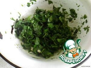 Смешать с солью, чёрным молотым перцем, растительным маслом, уксусом или лимонным соком.   В салатницу выложить цветную капусту, полить соусом и перемешать.