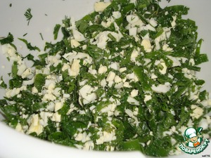 For the filling: Boil eggs and finely chop. Wash the cilantro and finely chop. Mix greens with eggs.