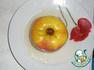 Получается вот такое вот яблоко с соусом. Приятного!