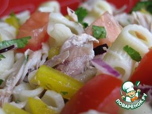 Все ингредиенты соединяем, солим, заправляем майонезом или оливковым маслом.