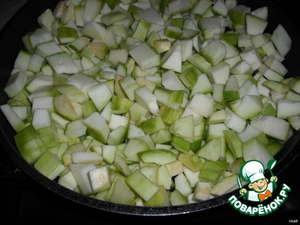 3. Cut into small cubes zucchini. Onions finely shred.