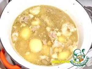 До конца варки положить 2 лаврового листика.   При подаче в суп положить сухой барбарис (сумах в порошке) у меня закончился, вместо него положила сухую мяту и посыпать мелко нарезаной зеленью.