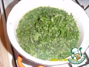 Когда картошечка сварится, добавляем зелень