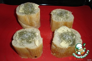 Каждый кусочек поставить на лист для выпекания,   сверху кладём по кусочку сливочного масла,   солим и посыпаем укропом.