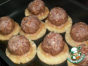 Снова поставить в духовку и готовить ещe 30-40 минут, до зарумянивания тефтелек.