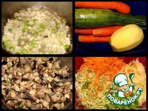 Это рецепты, вдохновившие меня:   https://www.povarenok.ru/recipes/show/29495/   https://www.povarenok.ru/recipes/show/29032/      Согласно рецепту Лены, порезала баклажаны мелкими кубиками и смешала с сырым яйцом. От себя - добавила мелко нарезанные шампиньоны. Все смешала и поставила в холодильник на 2 часа.   Через 2 часа: потушила в масле мелко нарезанный репчатый лук и белую часть зеленого лука :) - 3 минуты,   добавила баклажаны с грибами, посолила, обжарила до готовности (минут 15 ушло). Отставила в сторону остывать.      Пока жарилась начинка - натерла на крупной терке цуккини, морковь и сырой картофель, мелко нарезала зеленый лук.