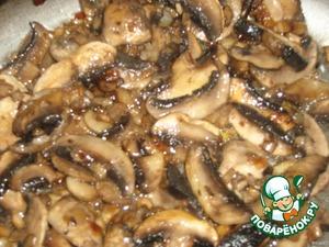 Затем обжарить грибы (посолить)