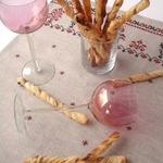 Гриссини из слоеного теста с анчоусами и коричневым сахаром