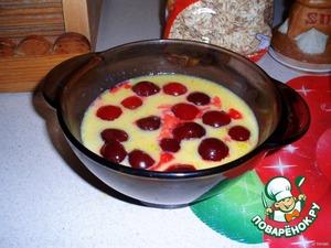 На кашу выложить ягоды.
