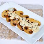 Теплое карпаччо с грибами под сливочным соусом