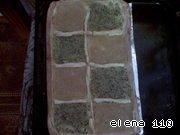 Духовку нагреть 10 минут до 250 градусов, потом уменьшить до 200, поставить пирог и выпекать около 15-20 минут.    Как только тесто подрумянится, а начинка немного затвердеет - пирог готов.