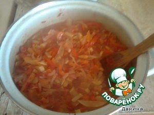 Hot salad spread into sterilized jars. Roll up (close).