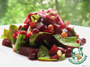 After adding the beets to this onion and pour the whole marinade, mix. Put on hour or more in refrigerator.  Tear hands the arugula added before serving the snack. Add corn, mix.  Spread on a dish, sprinkle the top with the pine nuts and cranberries or frozen cranberries.