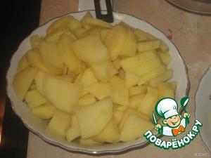 Картофель нарезать ломтиками.
