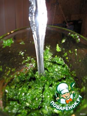 Grind parsley, garlic, add 1 tsp of sunflower oil.