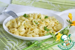 Pasta with egg and parsley