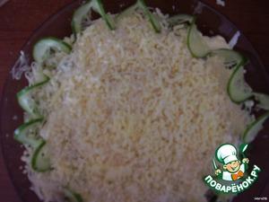 Яйца - кубиками или на терке. Смазать майонезом с чесноком. Самый верхний слой - сыр на мелкой терке. Не прижимайте, пусть будет пушистым.