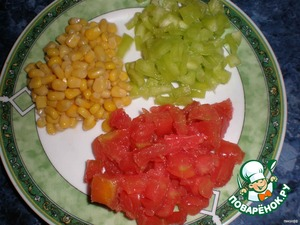 Peppers and tomatoes cut into small cubes.With corn drain the water.