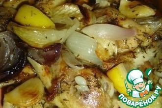 Рецепт: Курица запеченная в духовке с луком. лимоном и чесноком