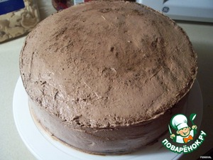 Dough:  eggs, beat with sugar, then add grated chocolate, flour, baking powder, nuts and mix.  pour into mold 24 cm in diameter.  bake at 180*C for 45 minutes, I baked for 1 hour 10 minutes.  remove, cool, cut in half.   cream:1  all mix and beat with a mixer at the end add thickener to cream and whip.