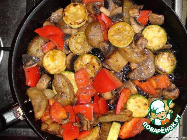 шампиньоны жареные с овощами