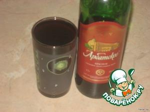 Залить стаканом красного вина.